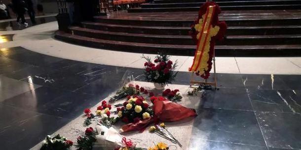 El Ayuntamiento de San Lorenzo de El Escorial colapsado por la exhumación de los restos de Franco