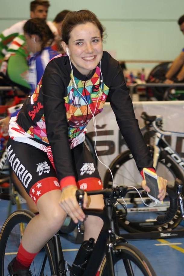 Adriana San Román se proclama doble campeona de España de ciclismo en velocidad y persecución por equipos