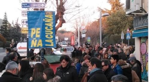 Los socios de la Peña 'La Cucaña' de Torrelodones protestan por no dejarles celebrar la Feria de Abril