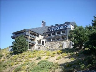 La Comunidad de Madrid ha iniciado los trabajos para demoler el Club Alpino de Guadarrama