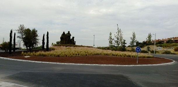Nueva rotonda luminosa frente al Centro Comercial de Torrelodones