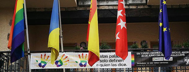 El PSOE de Torrelodones pide que la bandera arcoíris ondee nuevamente en el balcón del Ayuntamiento