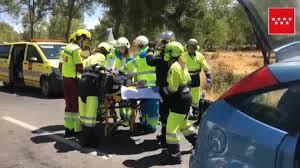 Herido grave el conductor de un coche al impactar en la M-608 contra un camión de limpieza en Collado Villalba