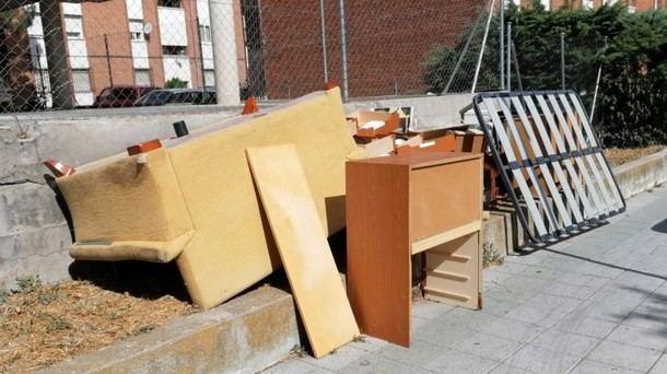 El Ayuntamiento de Galapagar recoge gratuitamente los viejos muebles de la puerta de los domicilios