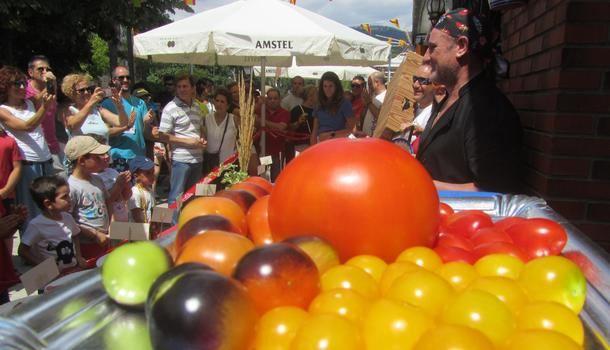 El singular concurso de tomates 'El Mojete' de Robledo de Chavela alcanza la XIV edición