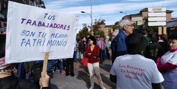 Decenas de vecinos y trabajadores marchan para pedir condiciones dignas en el Hospital General de Villalba