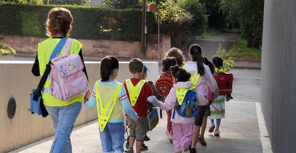Moralzarzal pone en marcha el Pedibús, un servicio gratuito para que los escolares acudan andando al cole