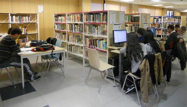 La Biblioteca Municipal de Valdemorillo pone a disposición de los estudiantes del IES Valmayor los libros recomendados en Secundaria y Bachillerato