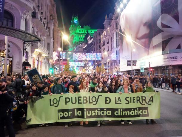 Cientos de personas de la Sierra de Guadarrama participaron en la marcha por el Clima del '6D'