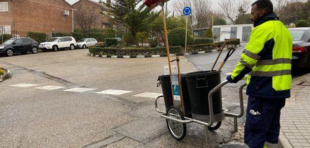 Un barrendero de a pie en las urbanizaciones y zona alta, nuevo proyecto para el Plan de Limpieza integral de San Lorenzo de Escorial
