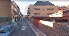Los 'okupas' del edifico de la calle Trinidad de Collado Villalba tienen aterrorizados a los vecinos