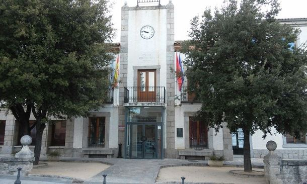 El Ayuntamiento de El Escorial aprueba por vía de urgencia la externalización del servicio de limpieza en Los Arroyos