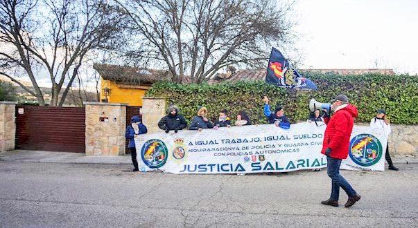 El chalé de Pablo Iglesias e Irene Montero en La Navata vuelve a convertirse en escenario idóneo para los manifestantes
