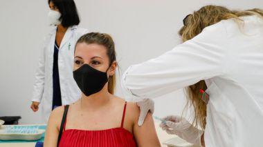 La Comunidad de Madrid comienza la próxima semana a vacunar contra el COVID-19 a los jóvenes de 16 años en adelante