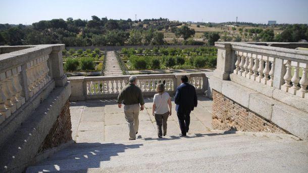 La consejera de Cultura visita junto al Alcalde de Boadilla el palacio del Infante D. Luis y la Casa de Aves