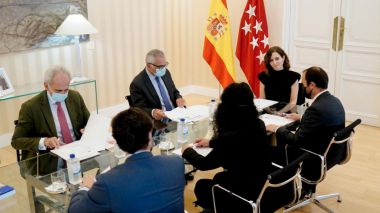 Ayuso se reúne con el alcalde de Guadarrama para abordar futuros proyectos en el municipio