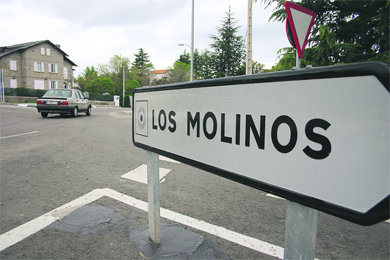Entrada a la localidad serrana de Los Molinos desde la carretera M-622  (Foto: ARCHIVO)